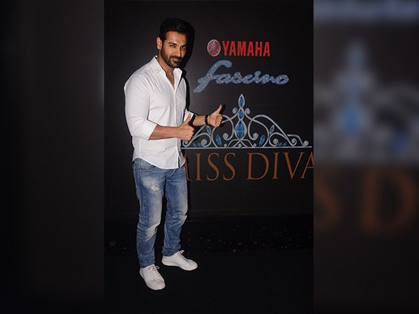 john abraham at the launch of miss diva calendar