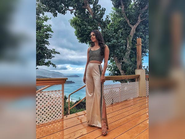 manushi chillar wearing sunaina khera in tortola