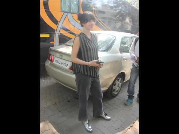 kalki koechlin wearing casuals at mehboob studio