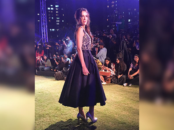 isabella kaif at lakme fashion week