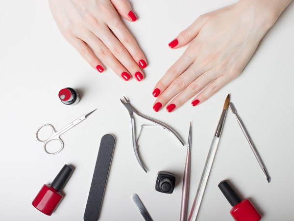 How to give yourself a manicure at home boldsky how to give yourself a manicure at home solutioingenieria Image collections