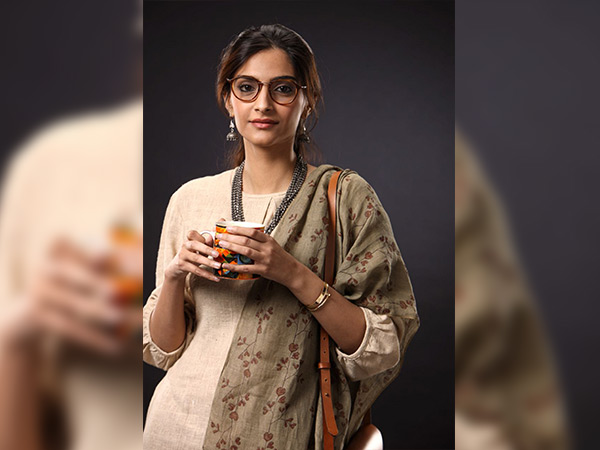 sonam kapoor looks from padman