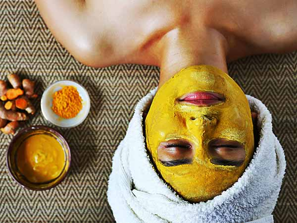 Home Remedies Using Turmeric For Glowing & Beautiful Skin