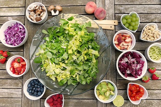 can you lose weight by eating salad and fruit