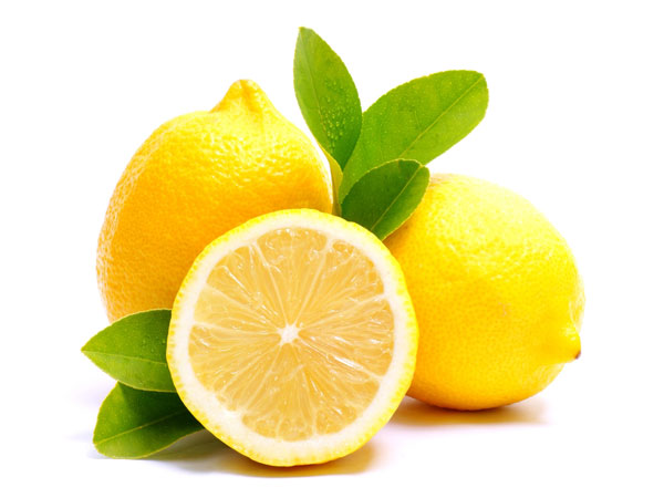 How to brighten skin using lemon