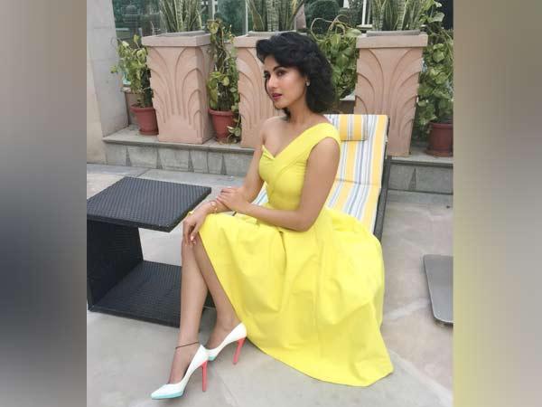 Sonal Chauhan 2018: 'Jannat' Actress Sonal Chauhan Nails The 60s Look