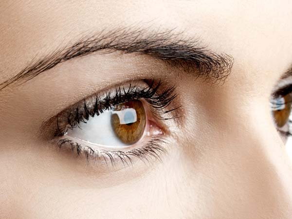 Here's How You Should Take Care Of Your Eyes Every Day