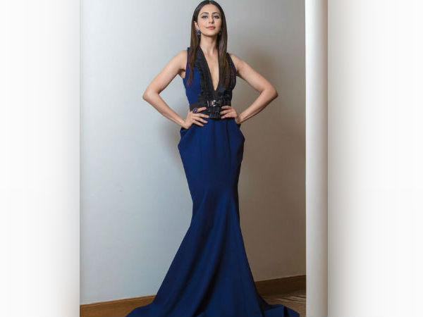 Rakulpreet's Red Carpet Gown At Filmfare Awards Is Perfection
