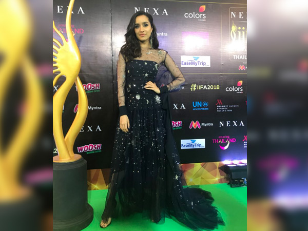 Shraddha Kapoor's Witch-Like Dress At IIFA 2018 Green Carpet Failed To Bewitch Us