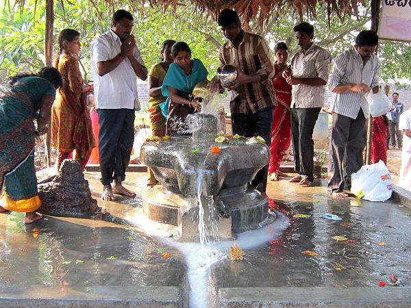 How to Worship Shiva in the Auspicious Shravana Month