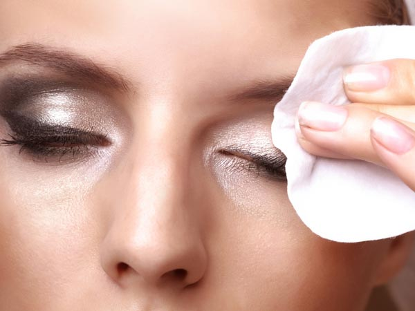 Using Contact Lens Solution For Makeup