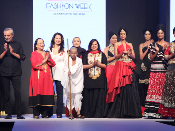 Ritu Beri Khadi Show At Delhi Times Fashion Week Boldsky Com