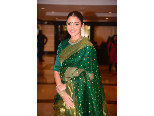 Anushka Sharma In This Benarasi Sari At Smita Patil Memorial Award Is A Picture Of Pure Elegance