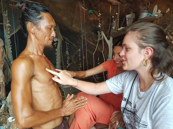 Story Of A Thai 'Caveman' Who Seduces Dozens Of Travellers
