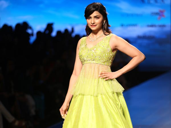 ed16e90059 Prachi Desai Showstopper At Lotus India FDCI India Fashion Week 2018 ...