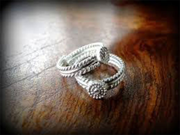 why women wear toe ring