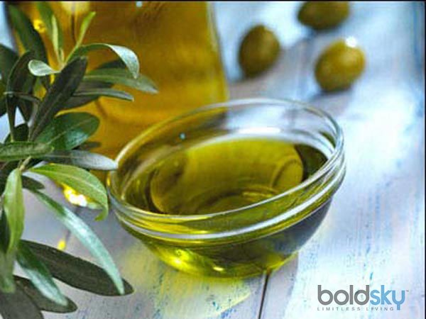 Dry And Flaky Scalp? Try These Olive Oil Remedies Now