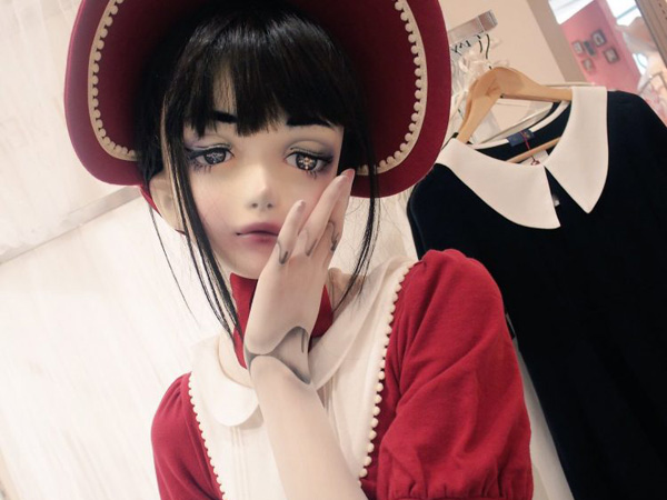"Meet Lulu Hashimoto, The ""Living Doll"" Fashion Model"