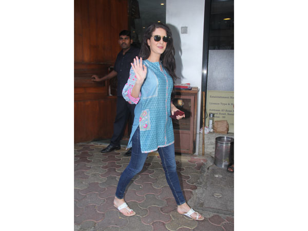 Isabelle Kaif Makes Us Want To Wear Something Basic And Casual For Our Next Outing