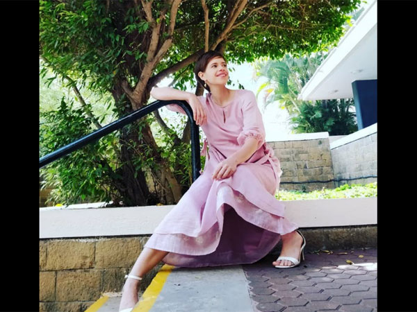 Kalki Koechlin's Pink Linen Tunic Will Make You Long Day Better