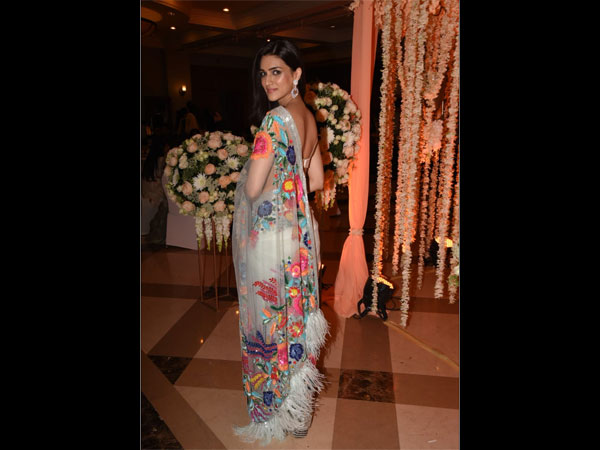Kriti Sanon Gave Us A Serious Floral Rush With Her Vibrant Floral Sari