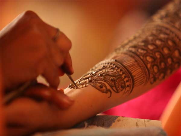 How To Remove Mehendi Easily At Home