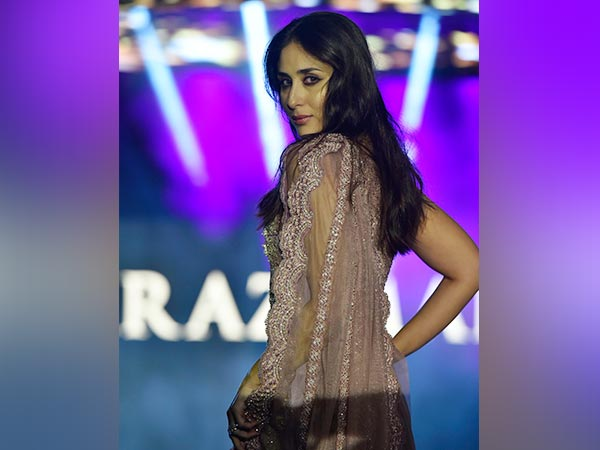 Kareena Kapoor Khan Oozes Oomph And Glamour As She Walks Down The Ramp