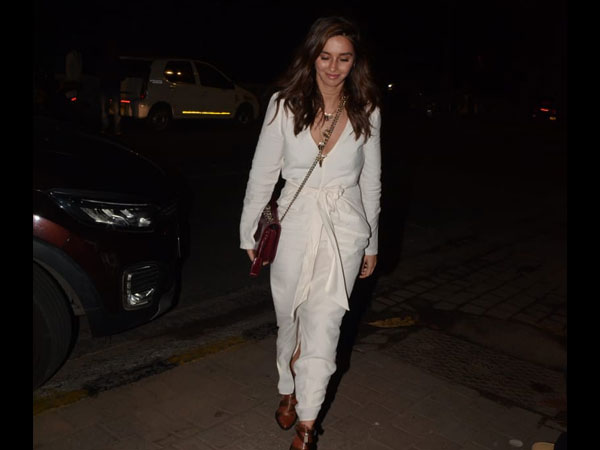 Shibani Dandekar's White Outfit Is A Lot About Knots And Folds