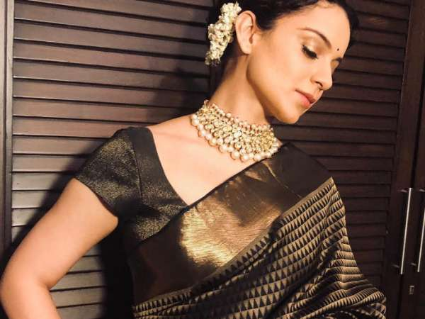 Kanjeeveram Sari With Geometric Motifs, Kangana's Latest Sari Is A Gift From Rekha