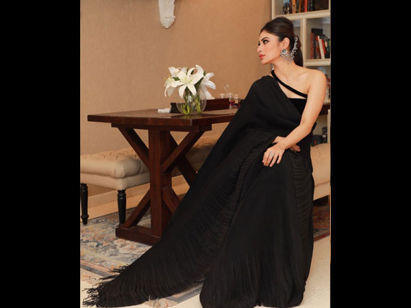 Mouni Roy Saris