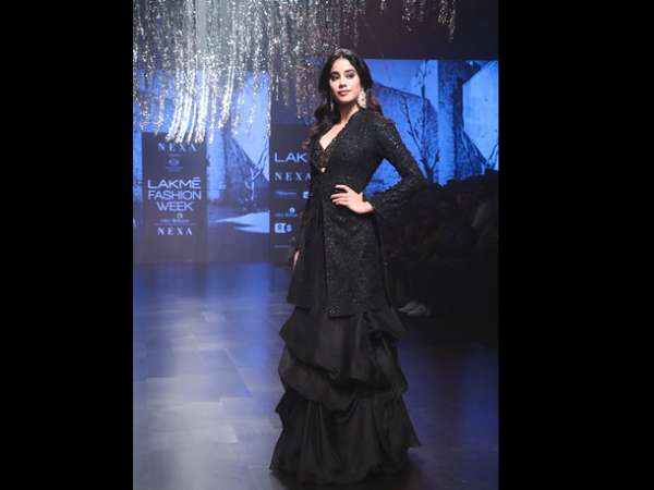 Janhvi Kapoor Lakme Fashion Week