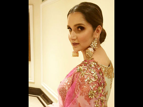 Sania Mirza Wore The Brightest Ethnic Outfit And We Are Totally Speechless