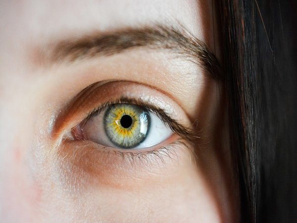 Eye Floaters: Symptoms, Causes And Treatment