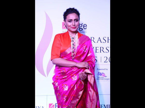 Rani Mukerji's Sari Is Gorgeous But We Wished She Had Kept Her Look Minimal