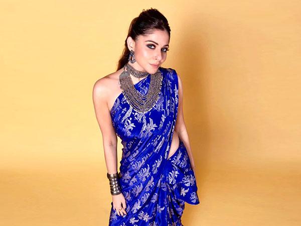Kanika Kapoor In A Blue Masaba Sari For The Voice ...