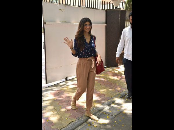 Shilpa Shetty's Attire Is Ideal For A Hot Stressful Day
