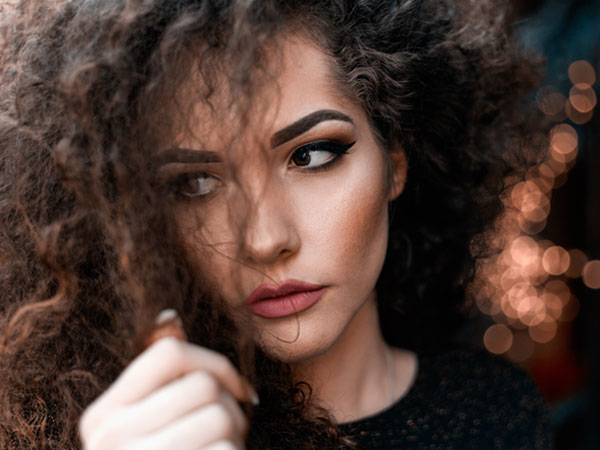 11 Best Home Remedies To Tame Frizzy Hair