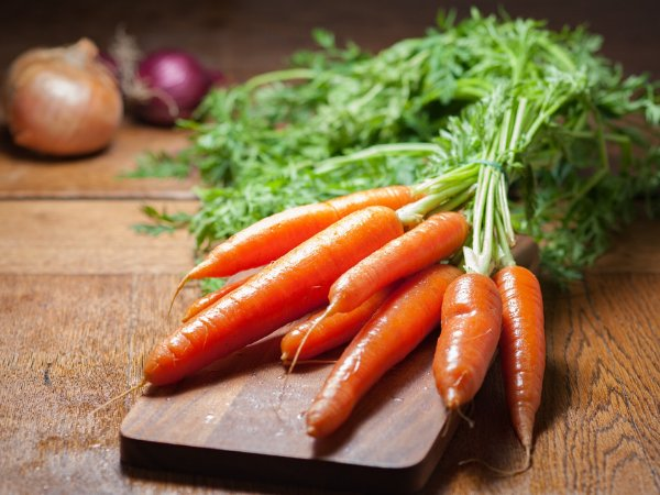 Carrots: Nutritional Health Benefits, Risks & Recipes