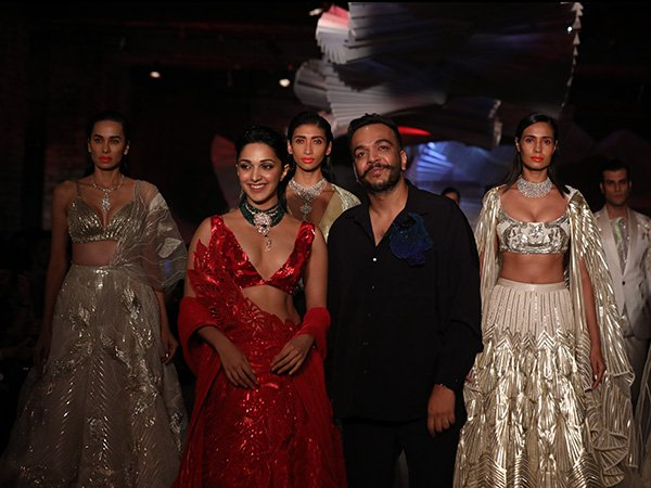 India Couture Week 2019: Amit Aggarwal Fascinates Us With His Unique Bridal Outfits