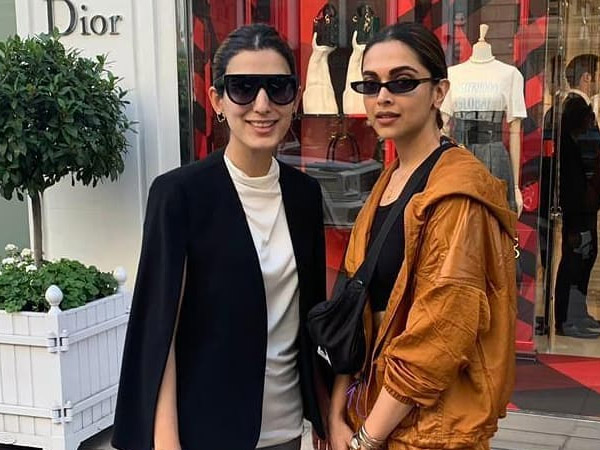 Deepika Padukone And Her Fan Picture