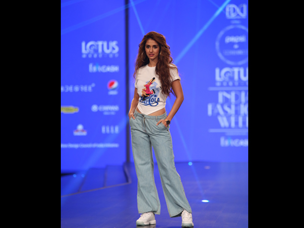 Disha Patani Lotus Makeup India Fashion Week