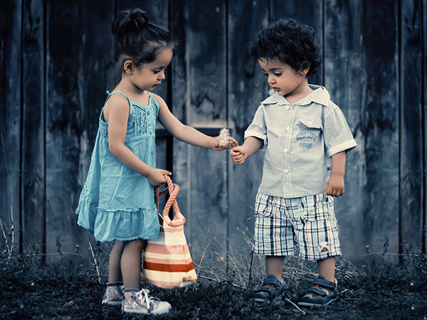 7 Sweet And Adorable Things Siblings Do ForEach Other While Growing Up