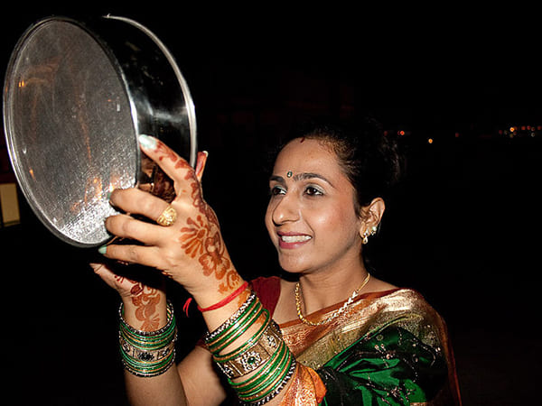 Karwa Chauth 2019:  Here's Why Women Use Sieve (Chalni) On This Day To See The Moon