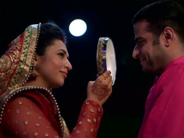 Karwa Chauth 2019: 8 Unique Ideas To Make Your Wife Feel Special On This Day