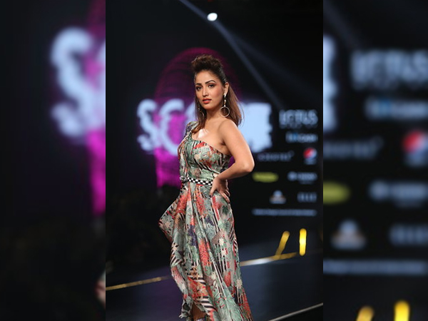 LMIFWSS20: Yami Gautam's Styling Is Good But We Didn't Like Her Dress So Much