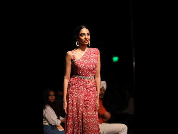 LMIFWSS20: Sobhita Dhulipala Leaves The Temperature Soaring As She Walks The Ramp In A Belted Sari