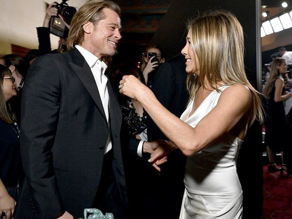 Brad Pitt And Jennifer Aniston Had A Cute Reunion At SAG Awards And They Gave Us A Stylish Moment
