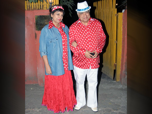 Javed Akhtar And Shabana Azmi 'Really' Leave Us Surprised With Their Retro Outfits