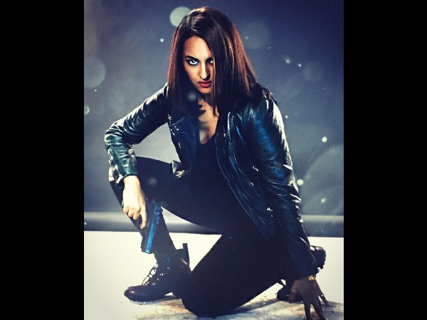 Sonakshi Sinhas fierce look in all-black attire