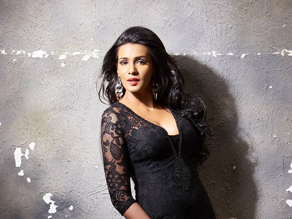 Bigg Boss Tamil Contestant Meera Mitun's Black Gown Is Perfect To Flaunt At Your Bestie's Engagement